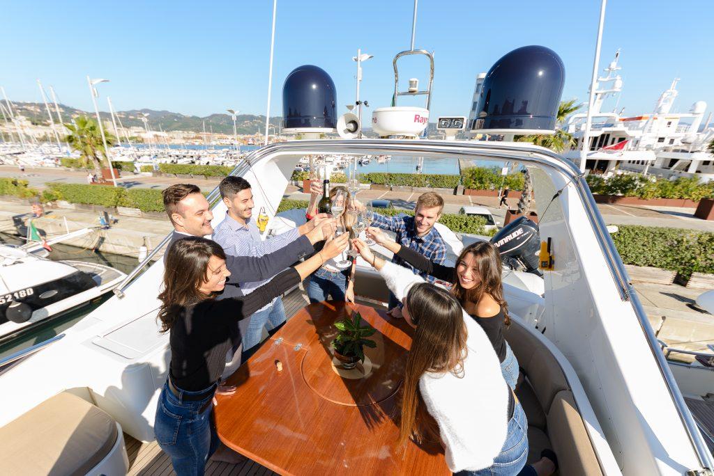 emozioni in barca gruppo amici
