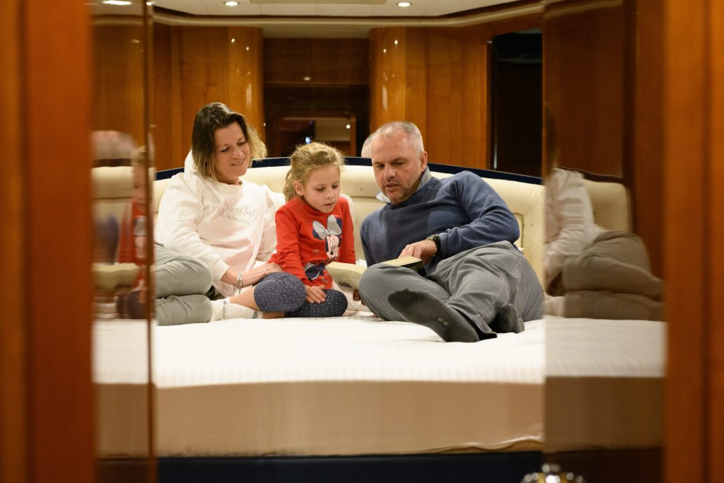 family on a boat. Sleep on a boat with Letyourboat