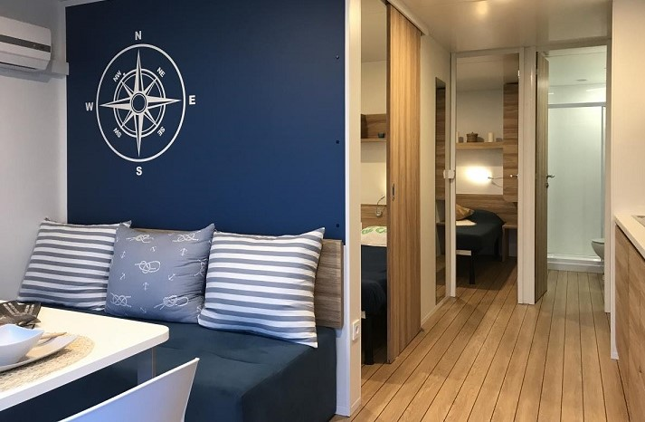 houseboat, floating hotel