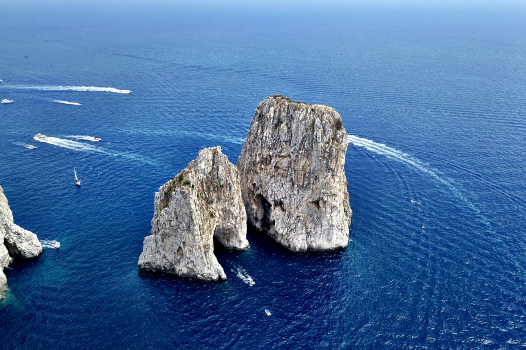 Campania in barca, faraglioni
