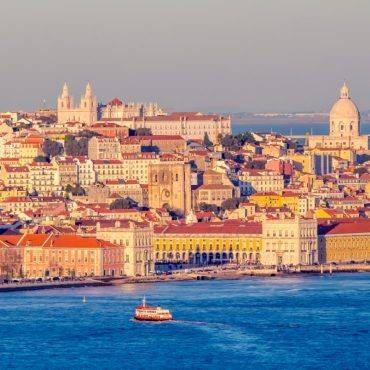 Boat holiday in Lisbon, between Port and Fado