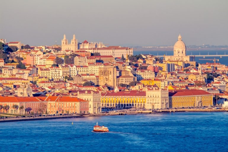 Boat holiday in Lisbon