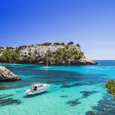 Croatia by boat between islands and turquoise bays