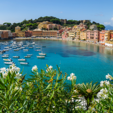 5 alternatives to a hotel stay: sleeping on a boat in Liguria